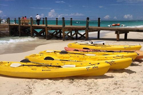 beaches turks caicos-kayaks