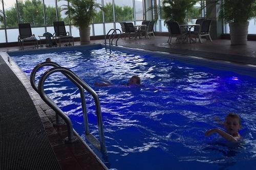 chattanoogan-neon-blue-pool