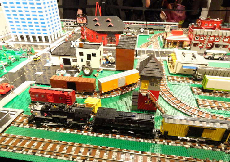 5 LEGO Exhibits for LEGO-Maniacs in Your Family